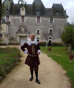 Philippe de Béthune devant les Pavillons Dorés