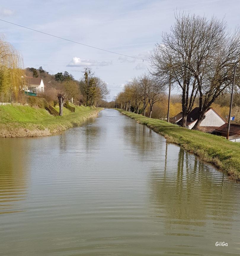 Canal du Berry à Châtillon-sur-Cher vue vers Selles - image GilGa