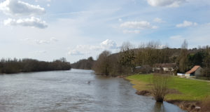 Le cher à Châtillon-sur-Cher près de Selles vue vers l'aval