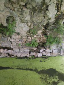 Un exemple des murs des douves